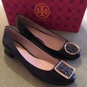 Tory Burch Twiggie Black kitten pumps Sz 8 w/box